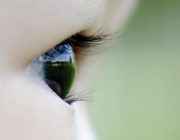 Mata anak bayi tabungku Cheryn, umur 14 bulan